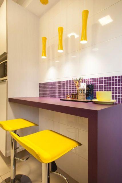 cozinha roxa e amarela