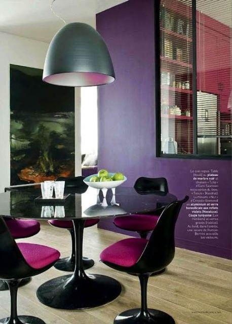 sala de jantr com mesa redonda