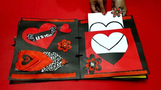 Scrapbook para namorado com corações