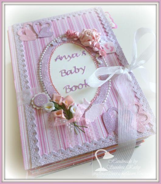 Scrapbook para bebê com flores