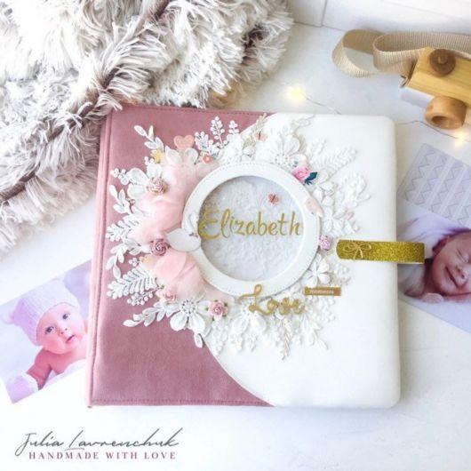 Scrapbook para bebê rosa e branco