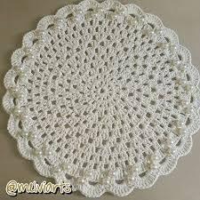 Sousplat de crochê branco com pérola