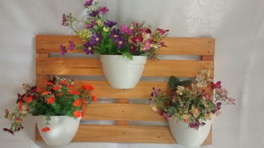 vaso com flores artificiais