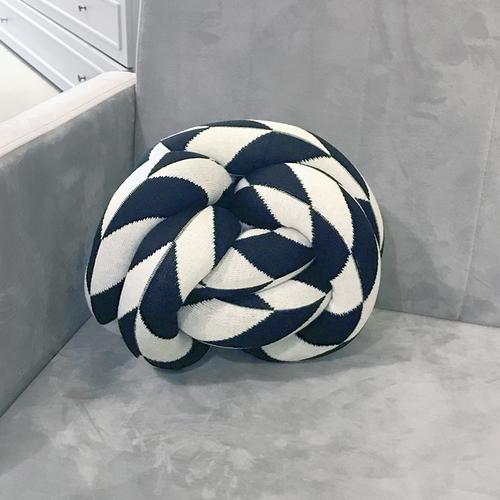 almofada moderna preta e branca