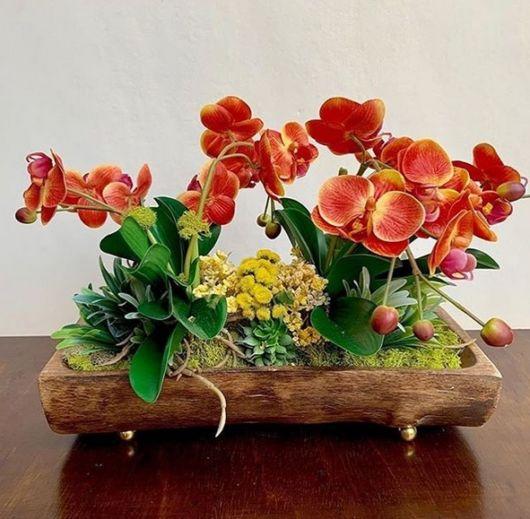 arranjo em vaso de madeira