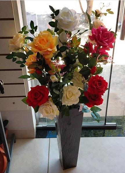 arranjo de chão com rosas