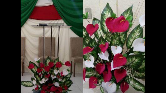 Arranjo de flores naturais para igreja