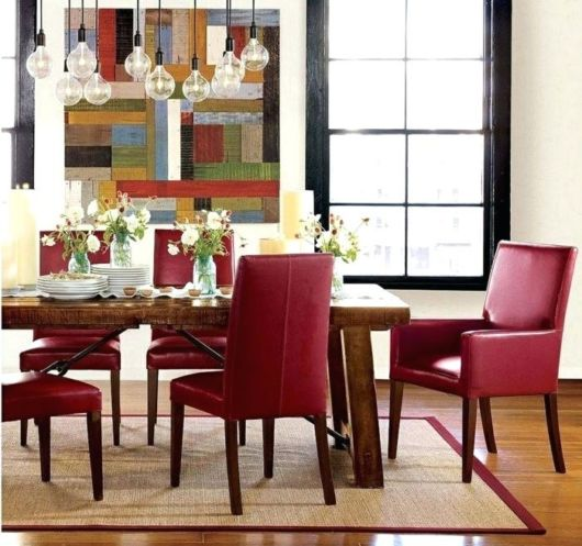 cadeira com estofado vermelho