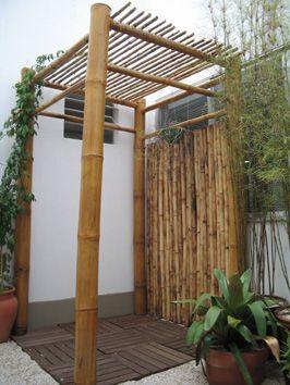 caramanchão pequeno de bambu