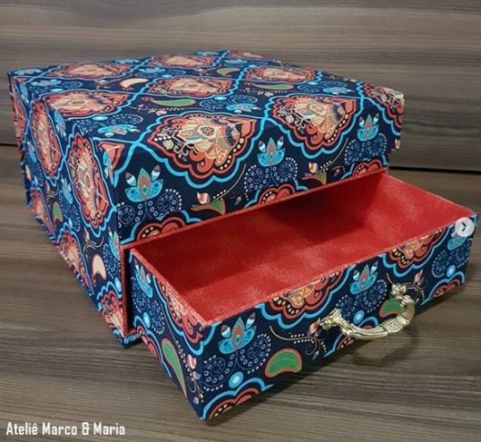 gaveteiro decorado com tecido