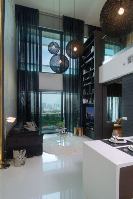 sala moderna com pé direito duplo