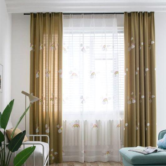 decoração com cortina bordada
