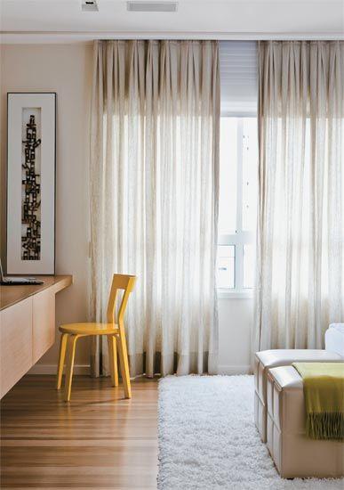 sala com cortina bege