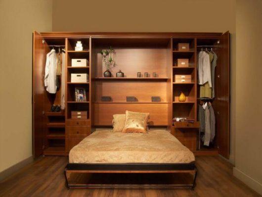 Guarda-roupa de casal com cama embutida