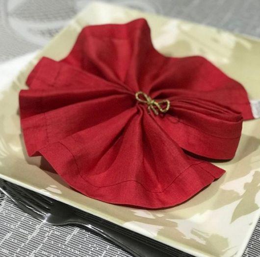 guardanapo de linho vermelho