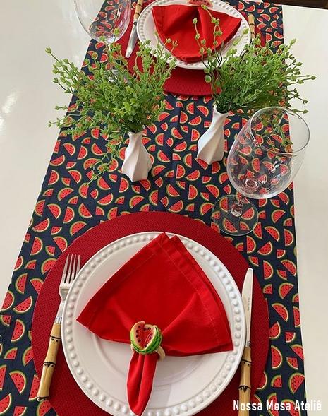 mesa posta para 2 pessoas