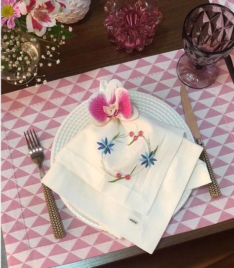mesa posta com taça bico de jaca