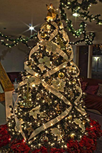 modelos de árvore de natal dourada
