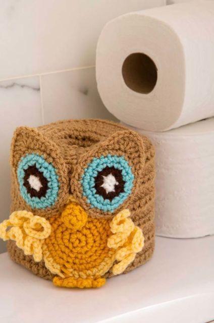 porta-papel toalha de crochê com coruja