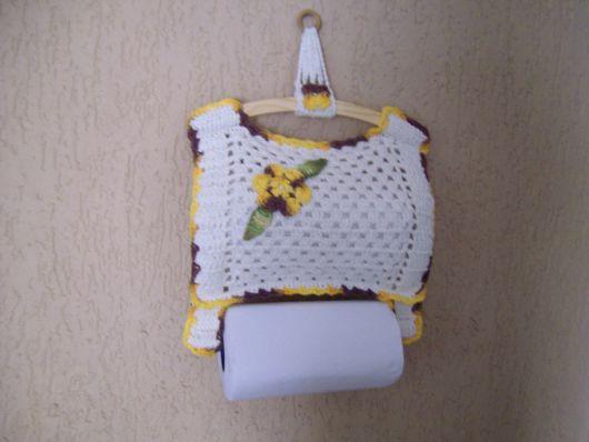 porta-papel toalha de crochê com flores amarelas