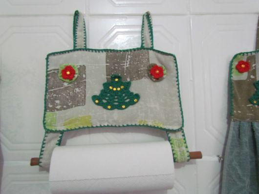 porta-papel toalha de crochê em tecido com acabamento em crochê