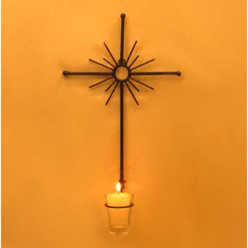 decoração com cruz de metal