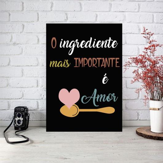 quadro fundo negro de frases para cozinha.