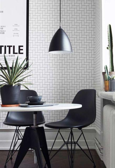 Sala de jantar decorada com papel de parede