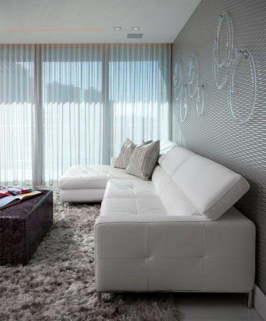 sofá retrátil de couro branco
