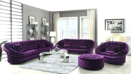 sofá roxo estilo retrô