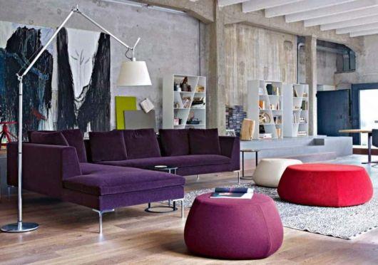sofá roxo de canto