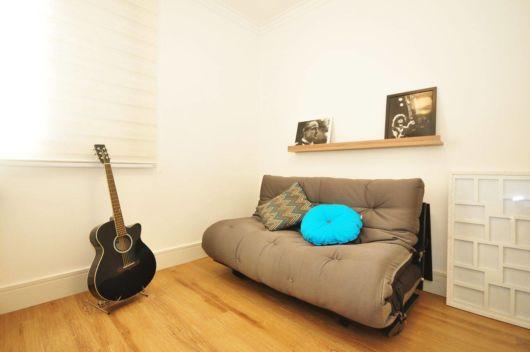 sofá pequeno e simples