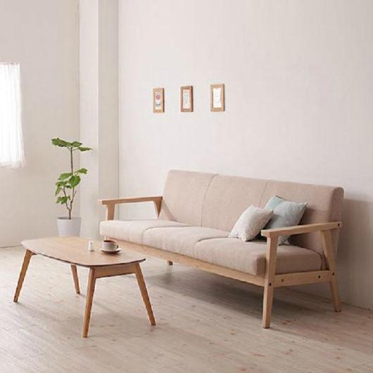 sofá simples de madeira