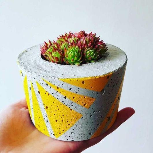 vaso pequeno com pintura