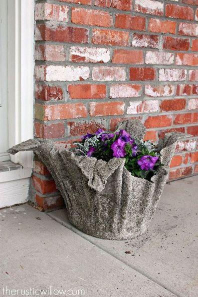 vaso pequeno de toalha e concreto