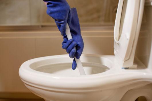 como desentupir vaso sanitário
