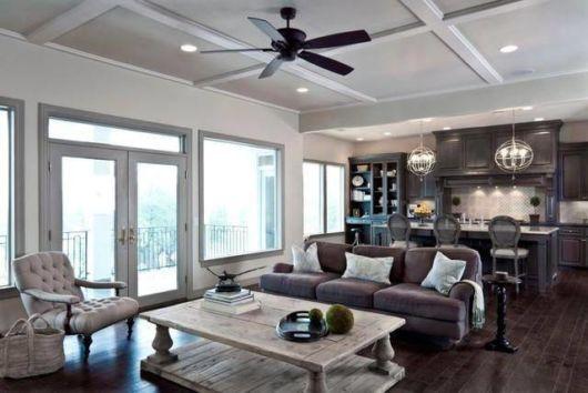 sala com ventilador de teto moderno preto