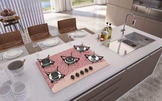 Cozinha clean, com cooktop estampado.