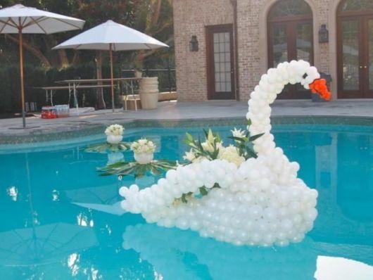 decoração de ano novo na piscina