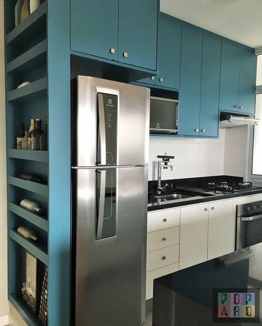 cozinha americana com armários planejados