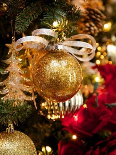 Bola dourada de Natal