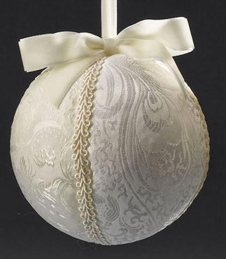 Bolas brancas de Natal