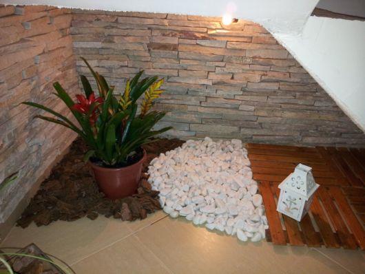 decoração simples embaixo escada