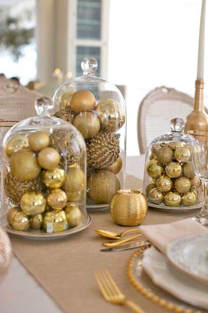 decoração com bolas douradas