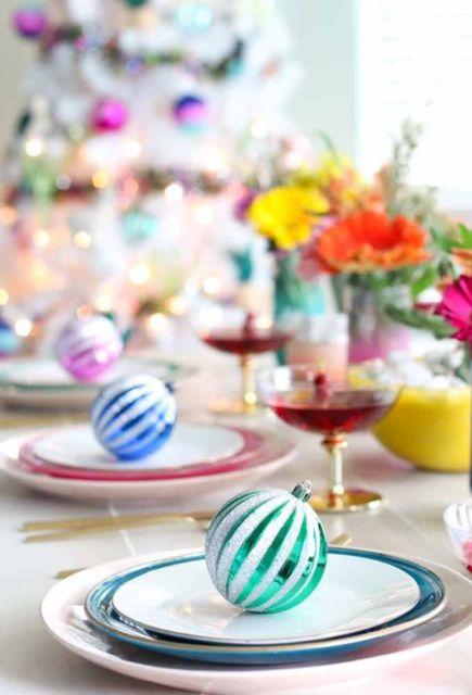 decoração colorida ceia de natal