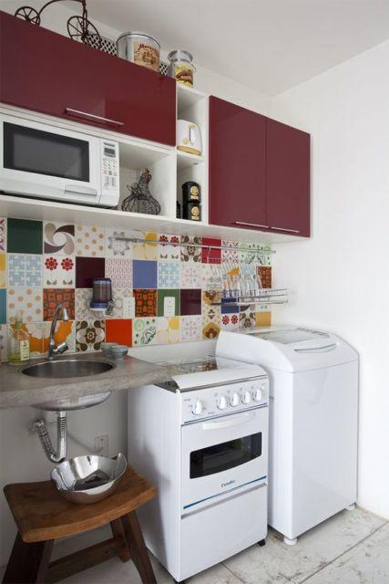 cozinha pequena com lavanderia