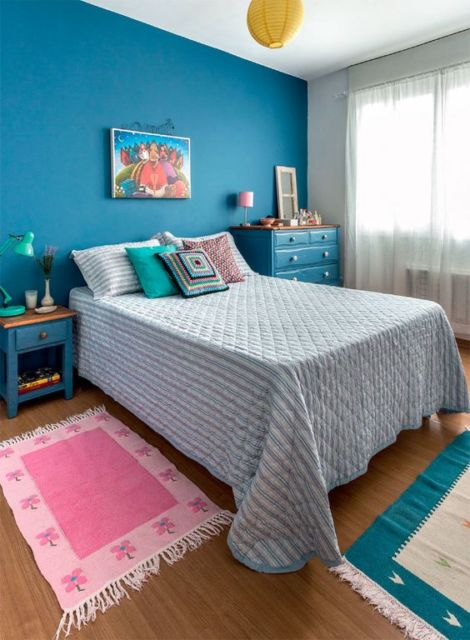 quarto com parede azul