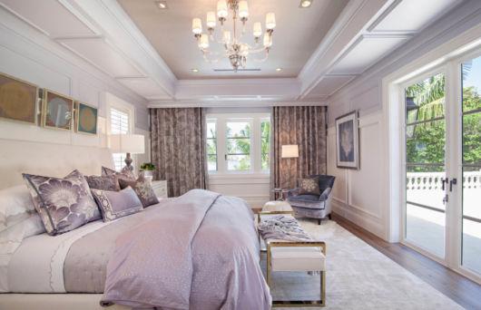 cortina estampada em quarto de casal moderno