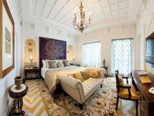 cortina estampada em quarto de casal grande