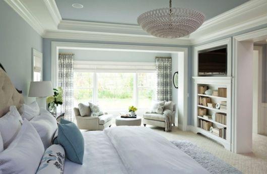 cortina estampada em quarto de casal cinza